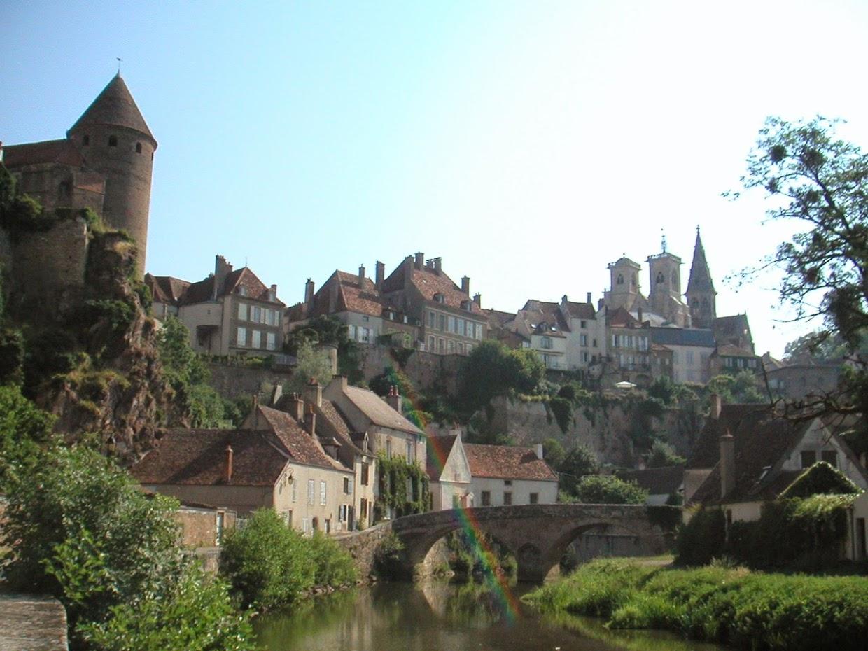 フランスの美しい村100選の一つスミュールドアンオーソワ